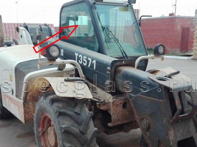 Стекло кузовное правое (возле стрелы) для Bobcat T3571 / T3571L