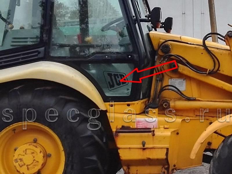 Стекло двери нижнее правое для JCB 3CX / 4CX 98-04 г.в.