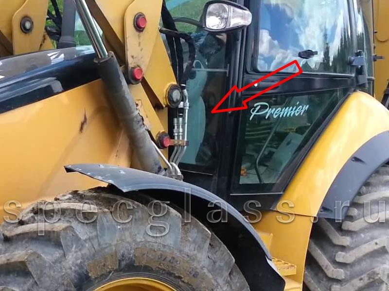 Стекло лобовое нижнее левое для Caterpillar 428e / 432e / 434e / 444e / 428f / 432f / 434f / 444f