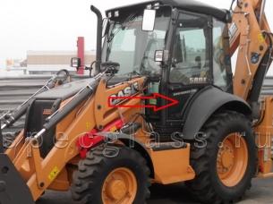 Стекло дверное нижнее левое для Case 580R / 580T / 580SR / 695SR
