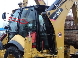 Стекло кузовное левое (цельное) для Caterpillar 428e / 432e / 434e / 444e / 428f / 432f / 434f / 444f