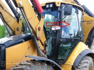 Стекло дверное левое верхнее для Caterpillar 428e / 432e / 434e / 444e / 428f / 432f / 434f / 444f
