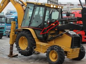 Стекло дверное нижнее правое для Caterpillar 428D / 432D