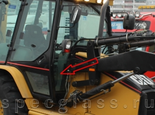Стекло лобовое нижнее правое для Caterpillar 428D / 432D