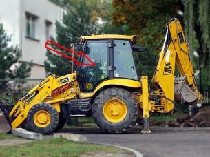 Стекло двери левое для JCB 3CX / 4CX / 5CX 2004- г.в.
