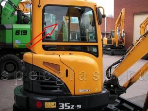 Стекло кузовное правое (ближе к заднему стеклу) для Hyundai R35Z-9 / R27Z-9