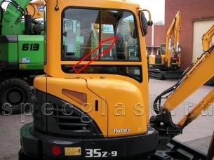 Стекло кузовное правое (ближе к лобовому стеклу) для Hyundai R35Z-9 / R27Z-9