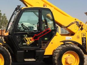 Стекло дверное нижнее левое для JCB Loadall 540-140