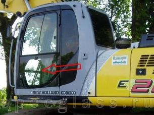 Стекло дверное левое нижнее для New Holland E215B